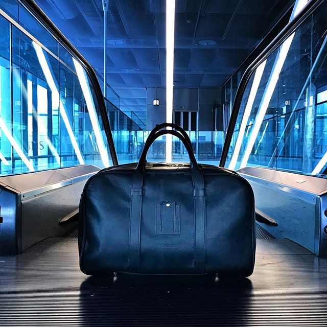 Airporting... . . . . . . . . . #laptopbag #workstyle #workinstyle #travelinstyle #travel #menfashion #menstyle #mensstyle #mensfashion #menwithclass #menswear #leatherbag #leather #realleather #vegetabletanned #vegetabletannedleather #madeinitaly #madebyhand #airport