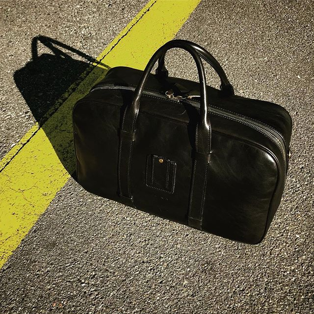 On the road again... . . . . . . . . . . #laptopbag #workstyle #workinstyle #travelinstyle #travel #menfashion #menstyle #mensstyle #mensfashion #menwithclass #menswear #leatherbag #leather #realleather #vegetabletanned #vegetabletannedleather #madeinitaly #madebyhand #streetphotography #streetstyle