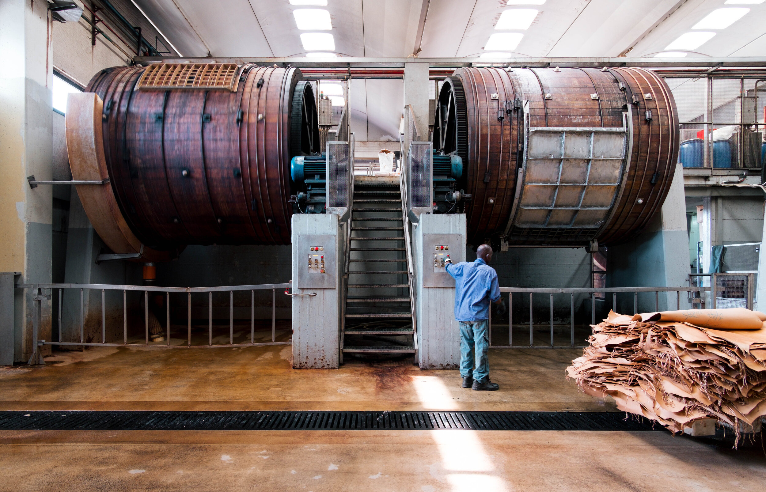 The traditional tanning process of our leather still happens in wooden barrels.