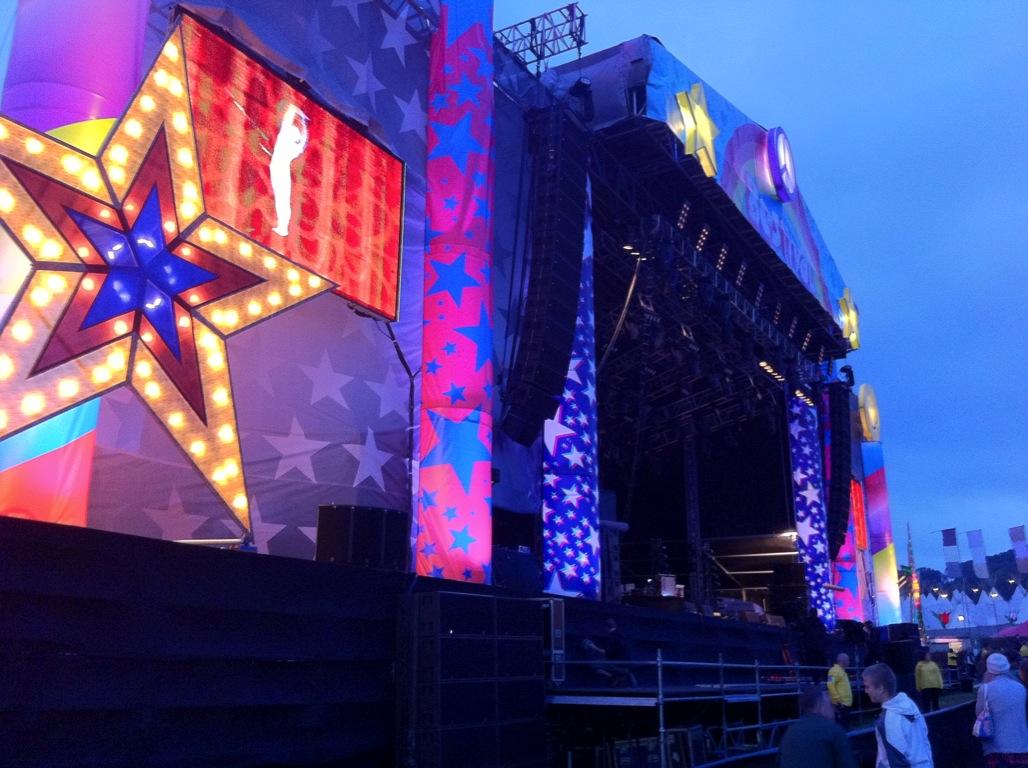 Vjing Bestival Main Stage 2010.JPG