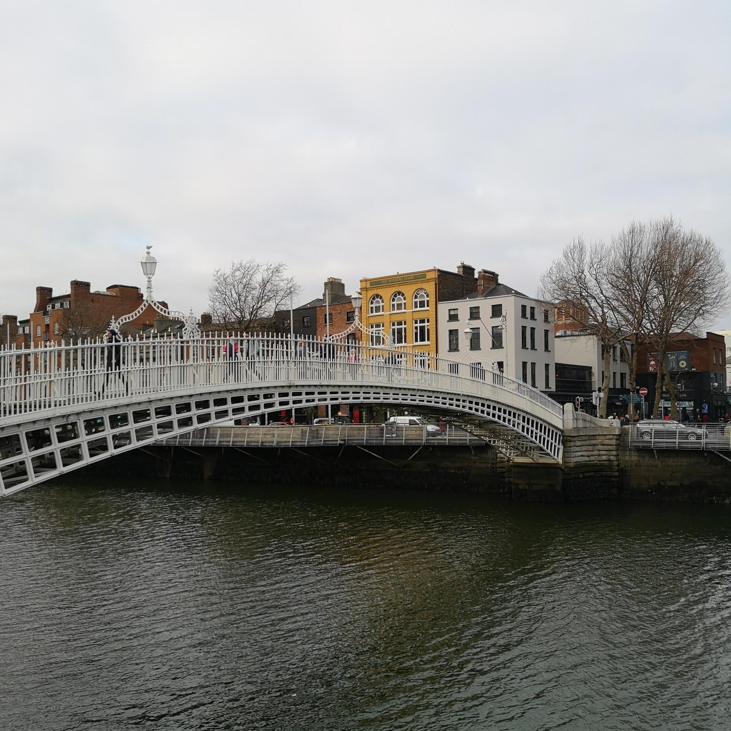 the style stories dublin hapenny bridge.jpg