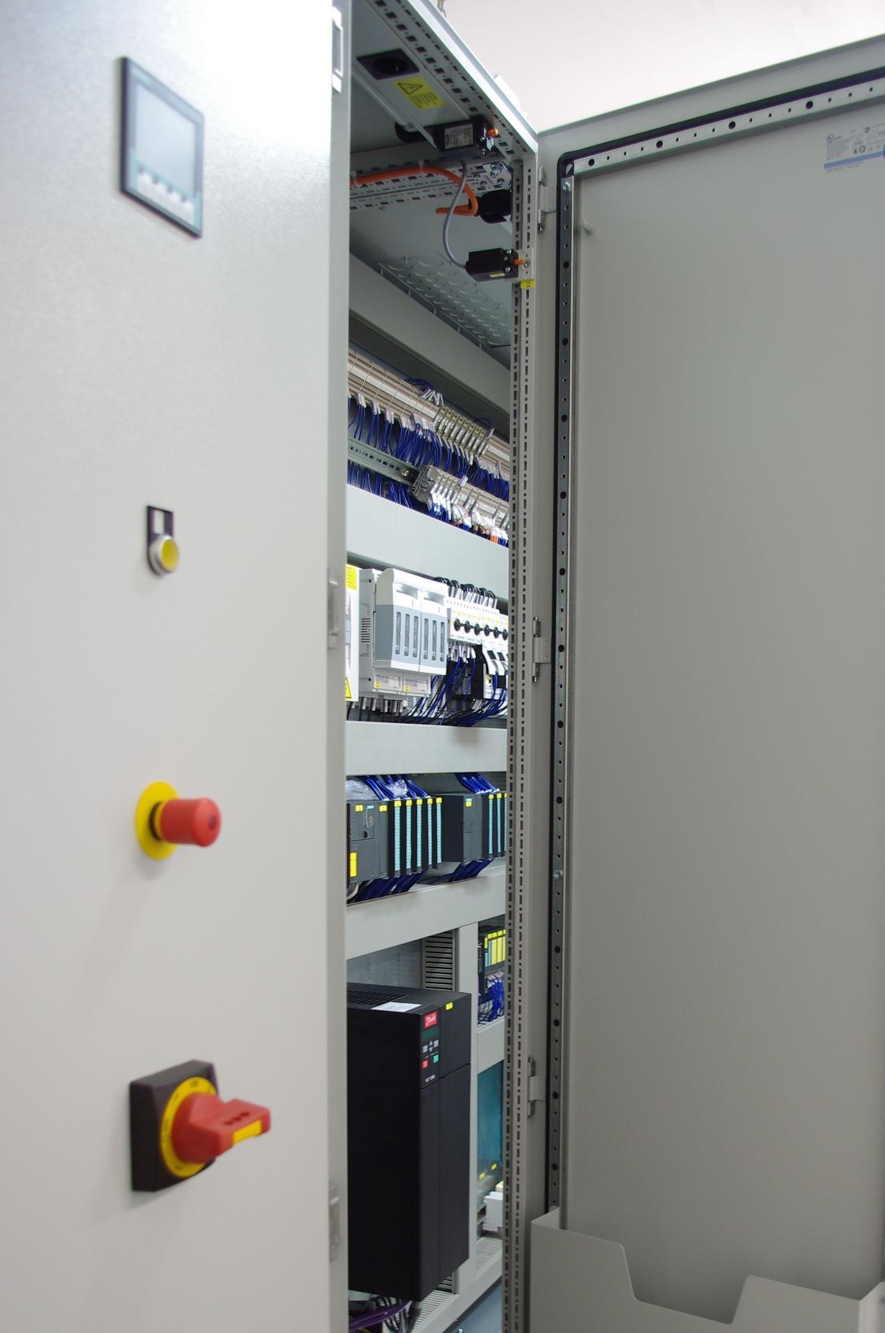 control-cabinet-778666_1920.jpg