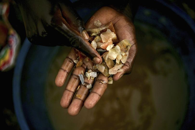 Image from Spencer Platt/Getty Image: Taken from http://www.ibtimes.com/congos-conflict-minerals-us-companies-struggle-trace-tantalum-tungsten-tin-gold-their-2102323
