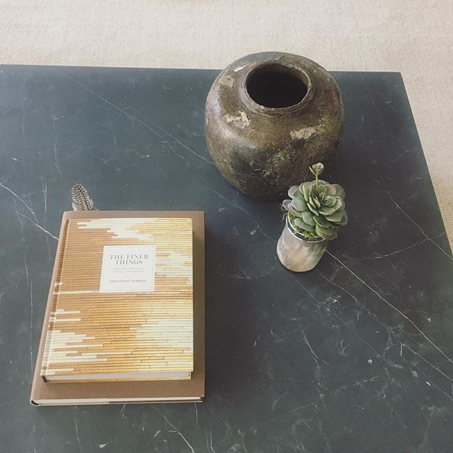 Accessorizing a massive coffee table calls for a mixture of textures - and grouping is key! #interiordesign #haleylaneinteriors #thefinerthingsinlife