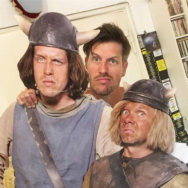 """Leute! 09.09.09 vor 10 Jahren war Kinostart von """"Wickie und die starken Männer"""" Ich hätte noch 10 Filme lang Tjure gespielt und meinem lieben Christian Koch als Snorre die Fresse poliert. Und natürlich abends mit einem Bierchen wieder versöhnt. Der Dreh war echte Lebensfreude! Danke dafür! @gisaflake @herbxfilm @constantinfilm @ratpackfilm @bullyherbig @waldemarkobus  #hörnertypen #wickieunddiestarkenmänner #spassbeiderarbeit #tjure #wickie #wickieland"""