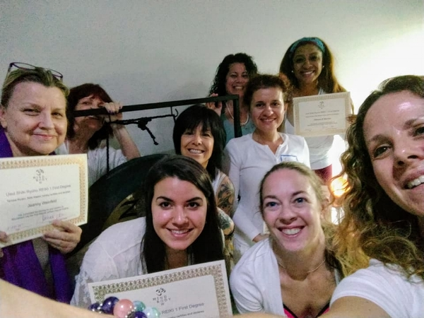 This is what eight new lightworkers and their OMazing teacher look like in a selfie!