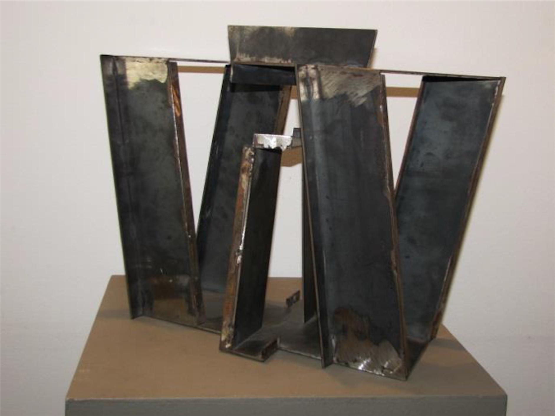 Eduardo Ramirez Villamizar Sin Titulo Escultura En Hierro 34 x 41 x 18 cm.jpg