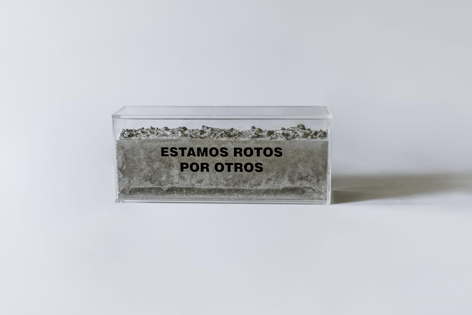 S.T (2018) - 10 x 24 x 6 cm - Bloque de acrílico y cemento / Plexiglass brick filled with cement