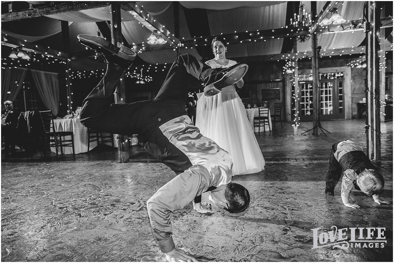 Bluemont Vineyard Wedding_0035.jpg