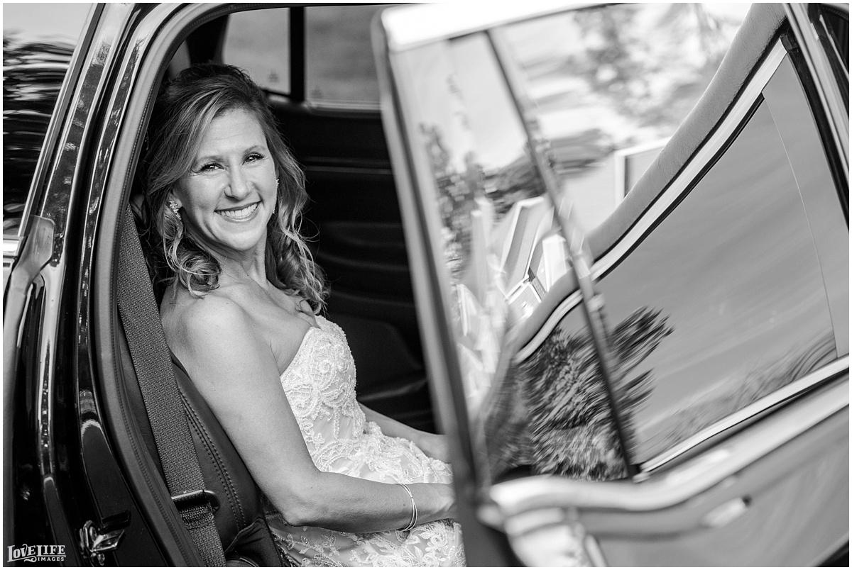 Strathmore Mansion wedding bride in limo.jpg