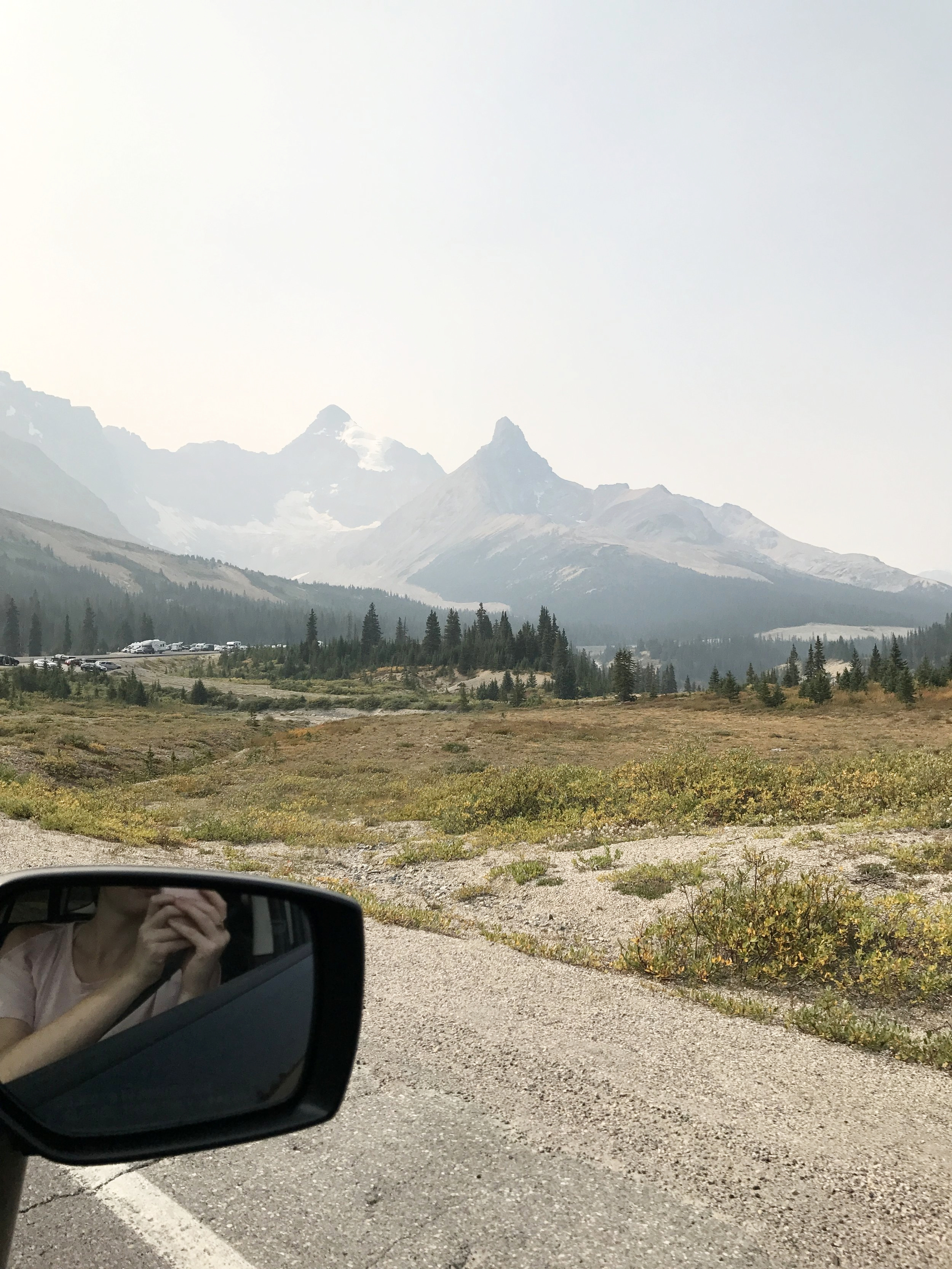 Every twist and turn of the Icefields Parkway would have views like this. Just wow!!