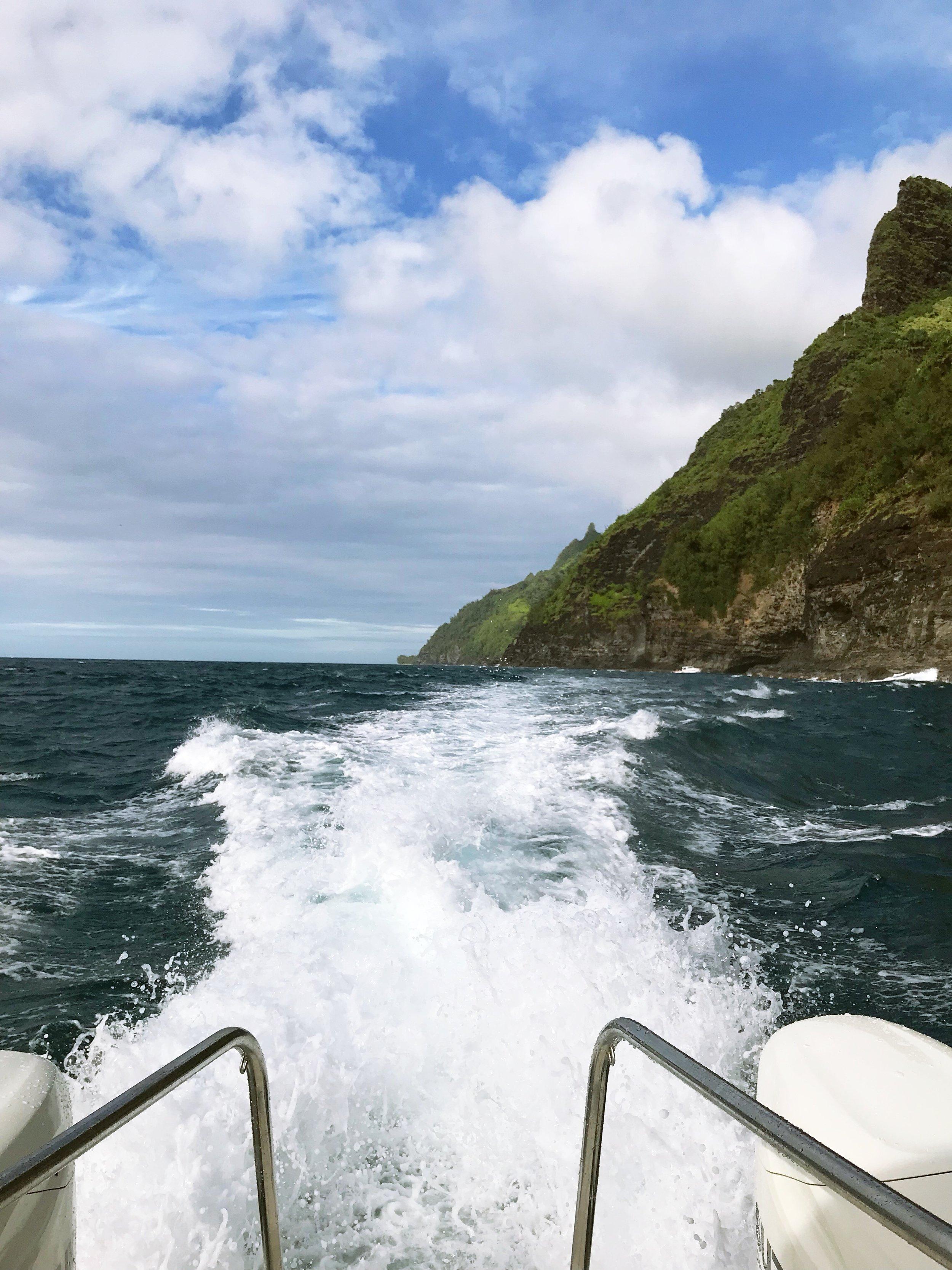 Na_Pali_Coast_Boat