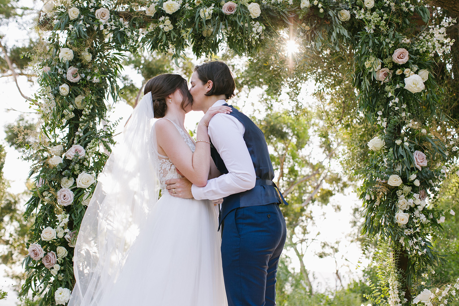 Wedding_First_Kiss
