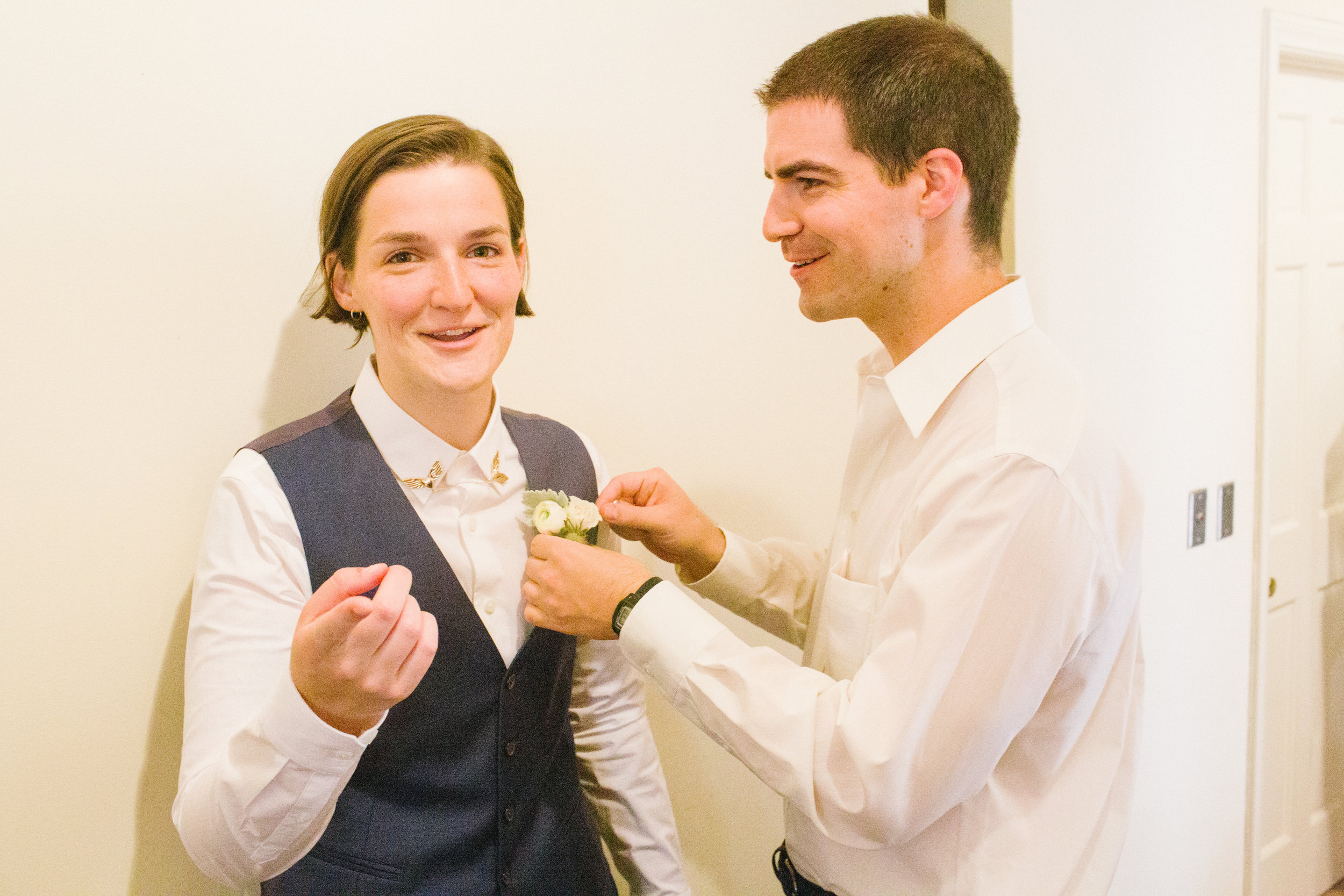 Wedding_Siblings_Getting_Ready