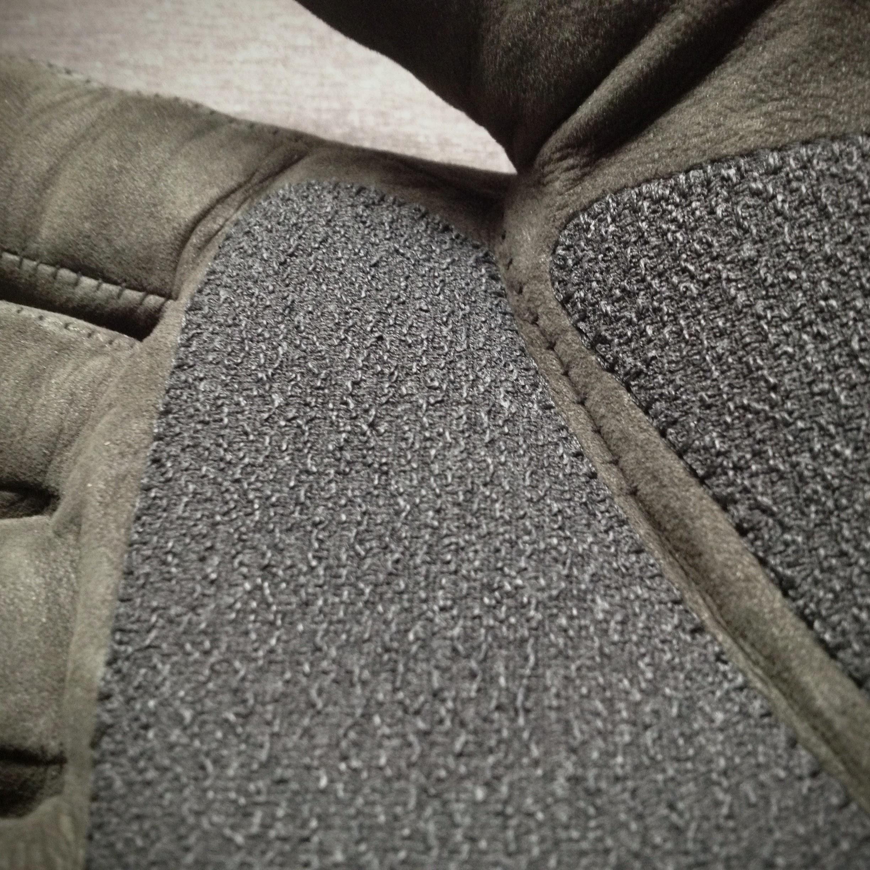 The Survivalist #5 Airflow Glove - Detail 1.jpg