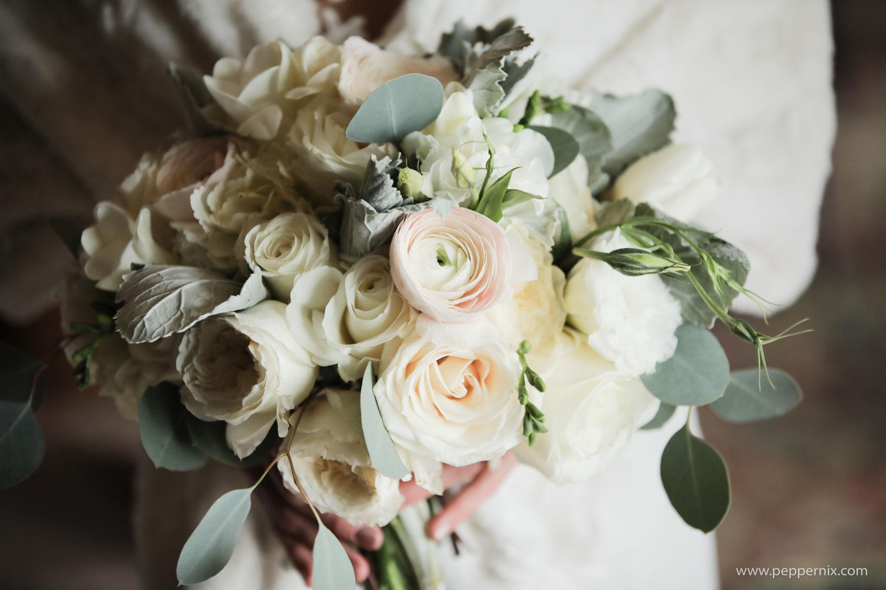 Photo: Pepper Nix Photography  Florist: Artisan Bloom