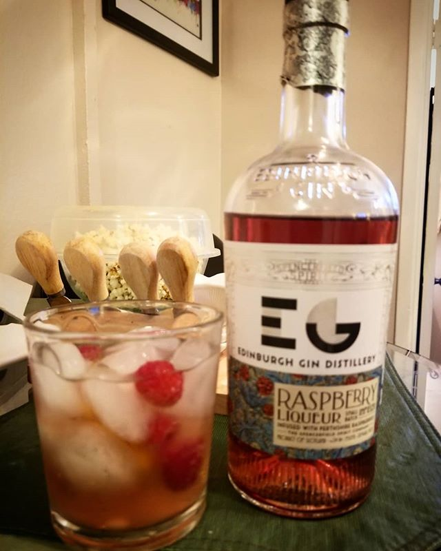 This was our opening warmup from our latest episode with @ryanscottwine Edinburgh Gin Distillery Raspberry Liqueur with a dash of soda water and fresh raspberries. 🤗😍🤗😍 #podcast #weirdosandwine #paranormal #winelover #cocktails