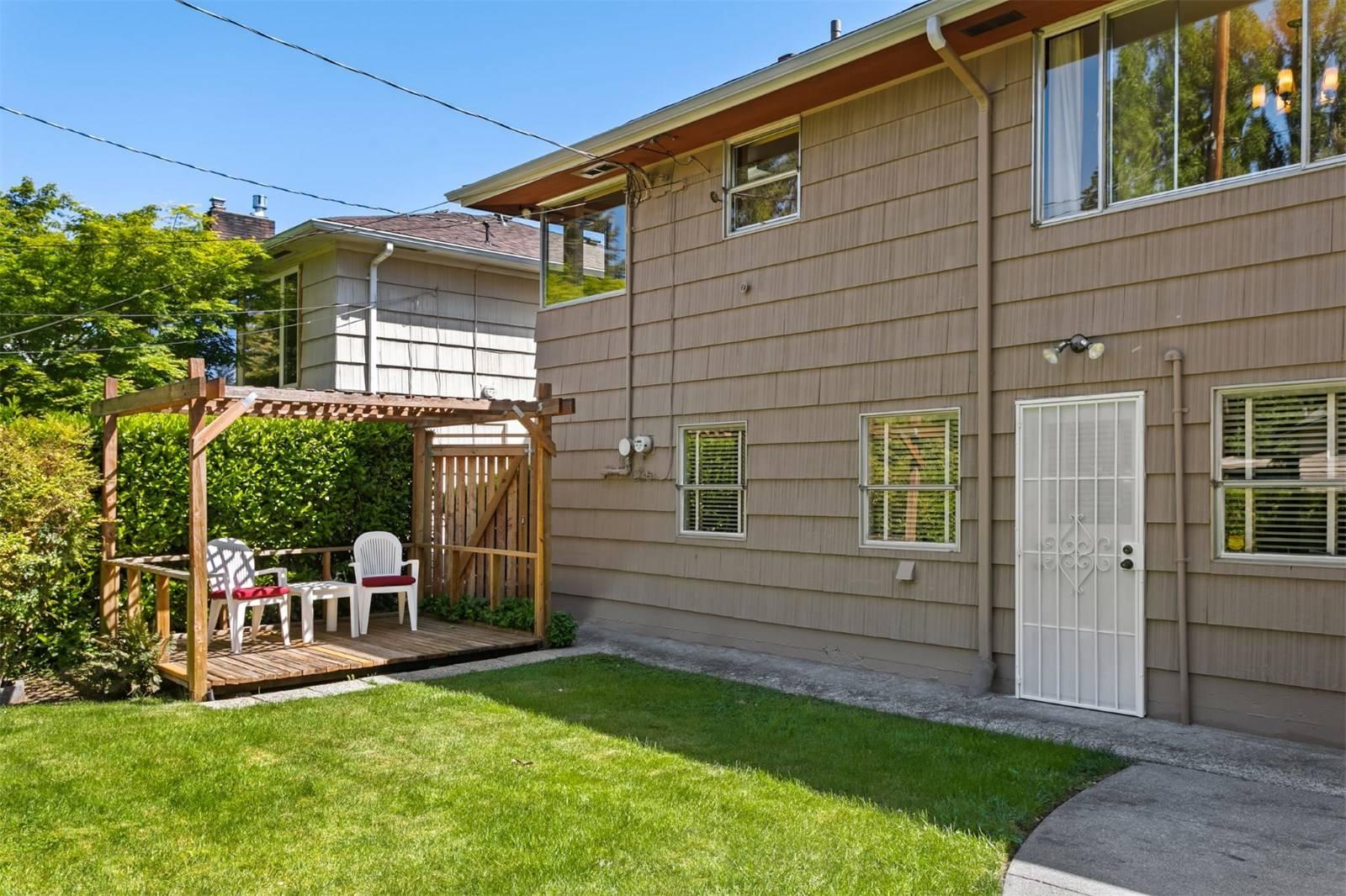 8809 26th Avenue NE Seattle (19).jpg