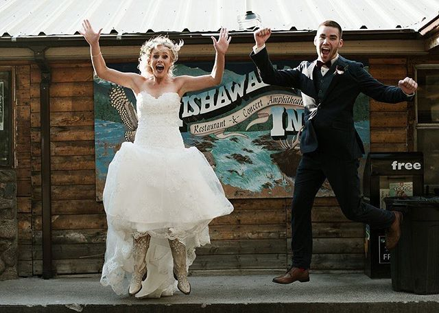 Jumping into the weekend like--- #AubreyAndAlexWedding  Photography: @katesalleyphotography Venue: @mishawakaampitheatre Flowers: @laceandlilies DJ: Salazar  Production: @flexxproductions Glam: @elegancebydesignco Planning: Mountainside Events  #mountainsideevents #mountainwedding #mishwedding #mishawaka #themish #poudrecanyon #fortcollins #coloradoevent #coloradowedding #summerwedding #weddingcoordinator #cowedding #weddingideas #weddingdiy