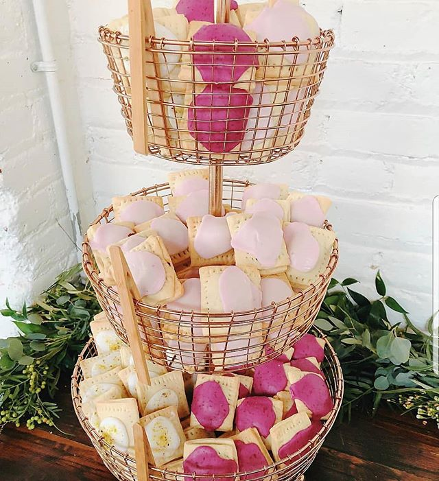 Who doesn't love pop-tarts?! 💥Such a fun an unique dessert idea from @sugarbakeshopdenver and Taelor + Conor's wedding day!  #poptarts #weddingchic #weddingcoordinator #weddingdesserts #skylightdenver #coloradowedding #coloradoweddingplanner #denverwedding