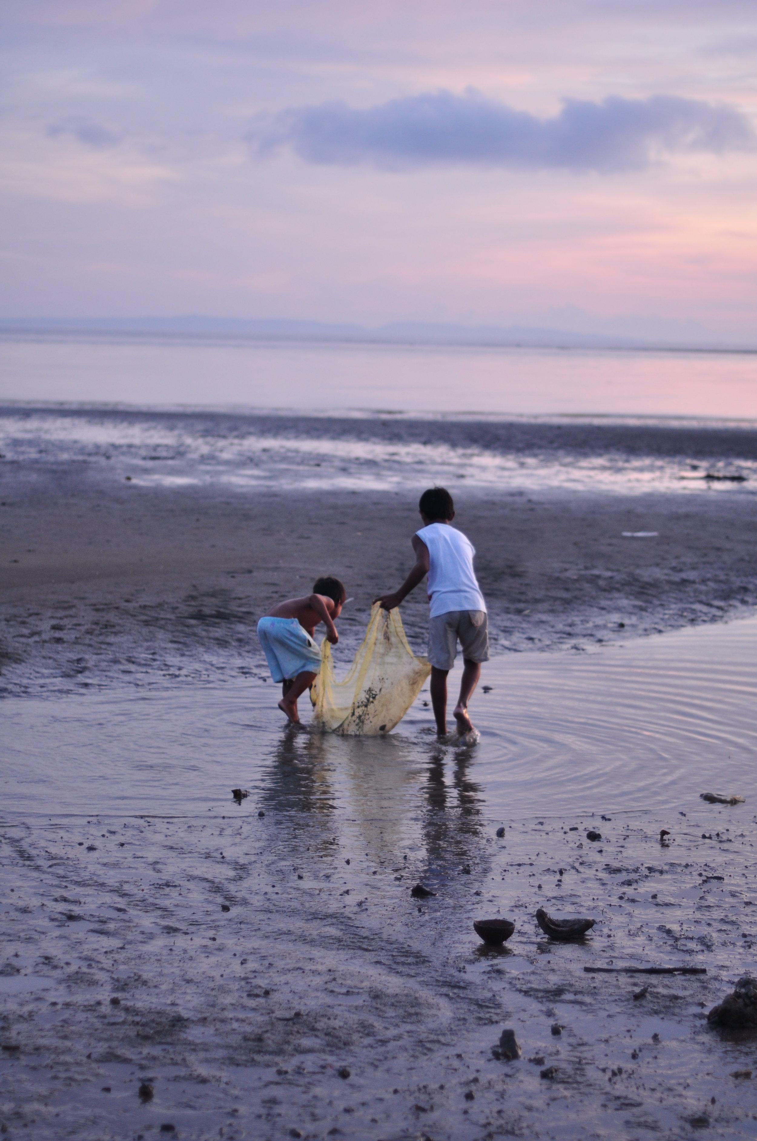 Children collecting pippies.JPG
