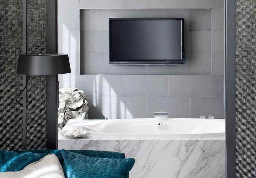 150715-Melb-Hotels-CrownMetropol-TheApartment-Bathroom-974x676-02.jpg