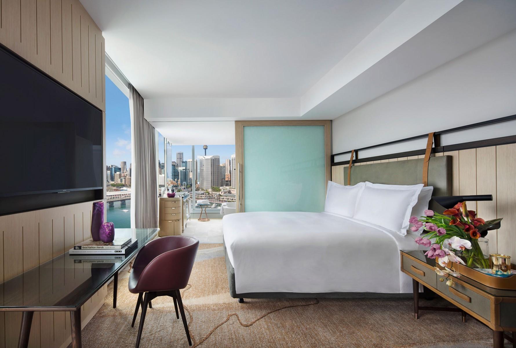 Luxury-corner-room_darling-harbour-view.jpg