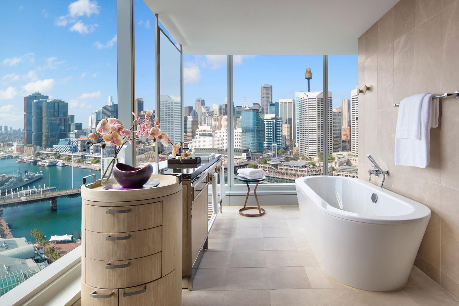 Luxury-corner-room_darling-harbour-view_bathroom2.jpg