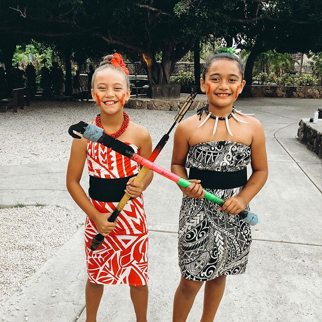 Aren't these lil teine the cutest?! So proud of them for going up there on stage as only 2 girls out of 14 in the Junior Division of the World Fireknife Competition. 🔥 This is clearly a dominantly mans sport/craft/skill but love that these girls see right past that as if it wasn't even a thing. ❤️ We probably have Jeralee & the Ava twins to thank for that as well, but yeah, you go girls! 😘 . Also, can we just take a second to adore the outfits? One of my besties @suvascreations saved the day last week when I asked her only 5 days before the event to sew Hina an outfit. 🙈 I was so pre-occupied with the Japan trip, prepping Tristan for the show, prepping myself for the show, as well as getting May Day all squared away that this item of business was pushed to the side. 🙈 But of course I didn't want just anything, so my picky self even asked her to find whatever scrap pieces of this beautiful material she had left.....aaaaand she was actually able to make it happen! So sooo grateful for this talented friend of mine. She made my (last minute) vision a reality and we are both so grateful. ❤️ Thank you so much Savani! @suvadogg And I promise I won't do that again! 🤞