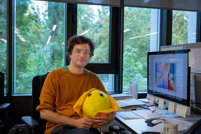 With Herman, the Herpesvirus (in yellow). © Felix Petermann, MDC
