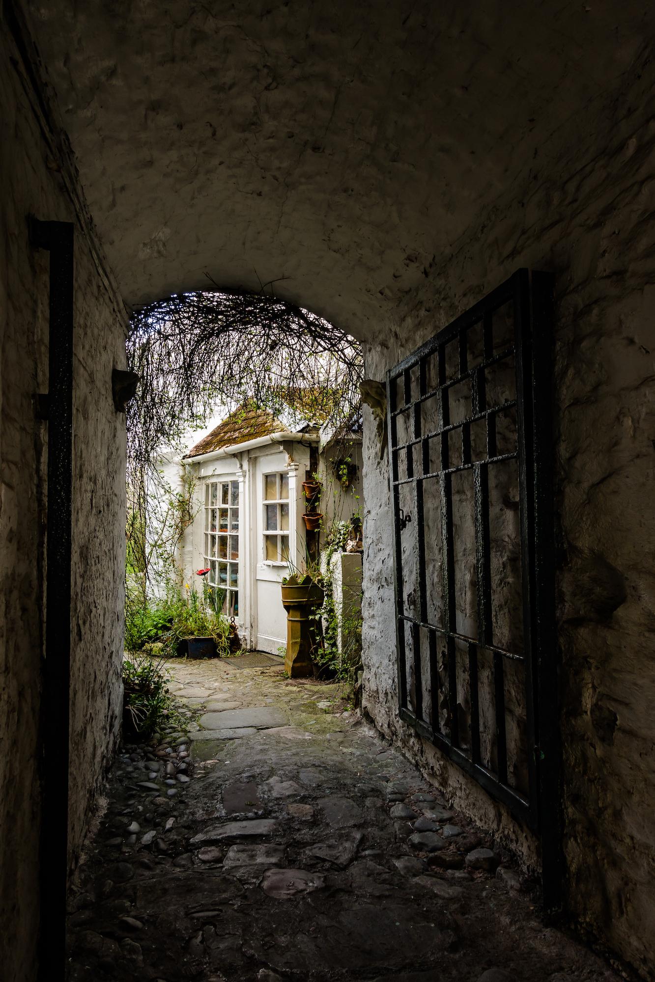 (786) Close off the High Street, Kirkcudbright, Dumfries and Galloway, Scotland.jpg
