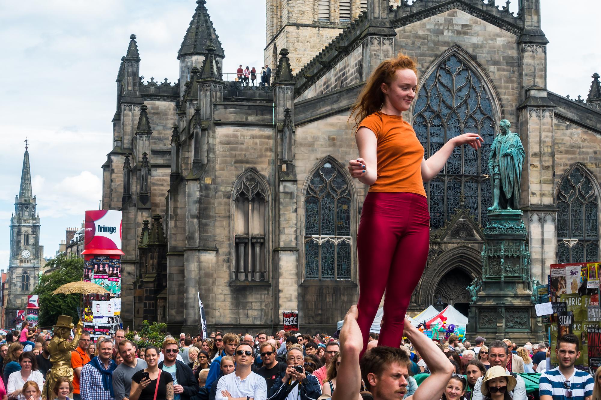 (201) (PO) Acrobatic performers, Royal Mile, Edinburgh Fringe Festival 2016, Scotland.jpg
