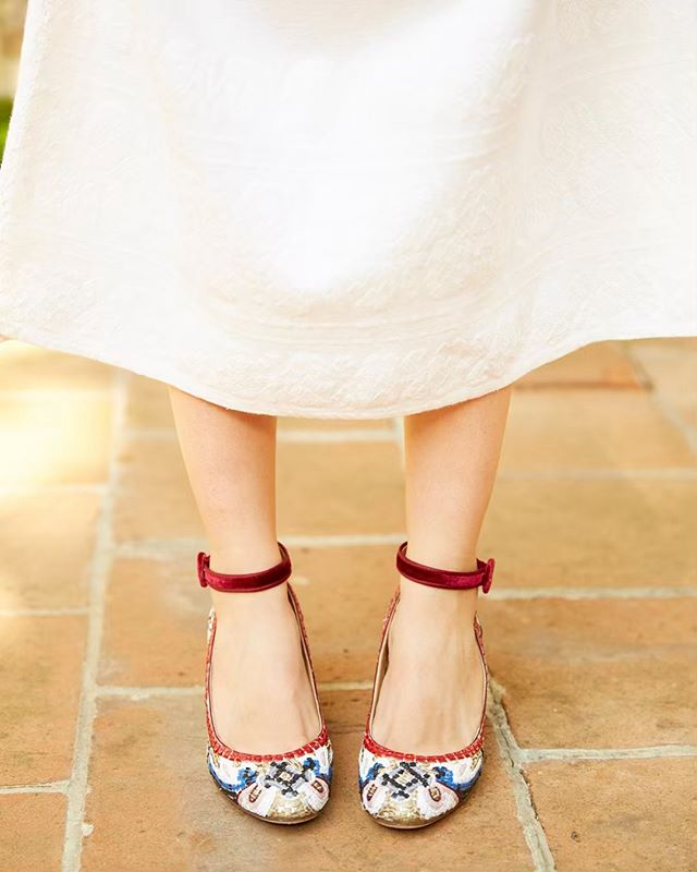 Those Shoes, Those Colours ⠀ ⠀ #somethingblue⠀ ⠀ #tangoshoes #bride #bridalshoes #timetoparty #bridalshoot #mexico #mexicanwedding #weddingshoes #bridetobe #love #joy #laughter #lovejoyandlaughter #luxe #destinationwedding