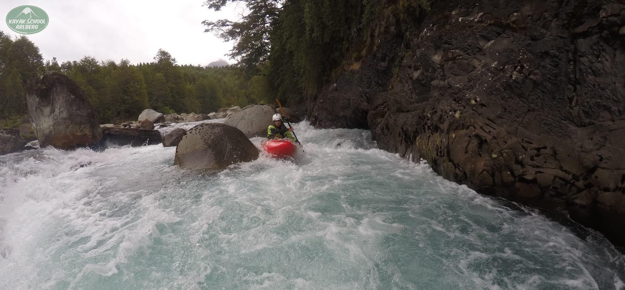 Kayak-Chile-Patagonia-Rio-Azul-10.jpg