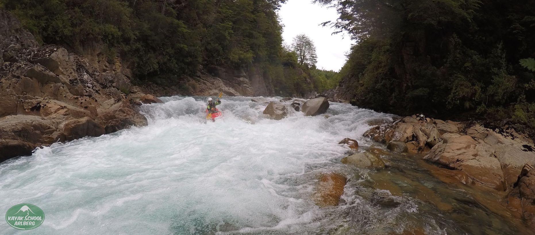 Kayak-Chile-Patagonia-Rio-Azul-11.jpg