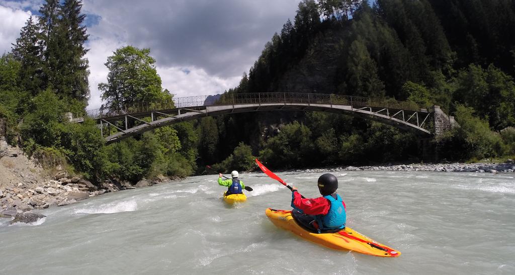 Family-Kayaking-Courses-Switzerland.jpg