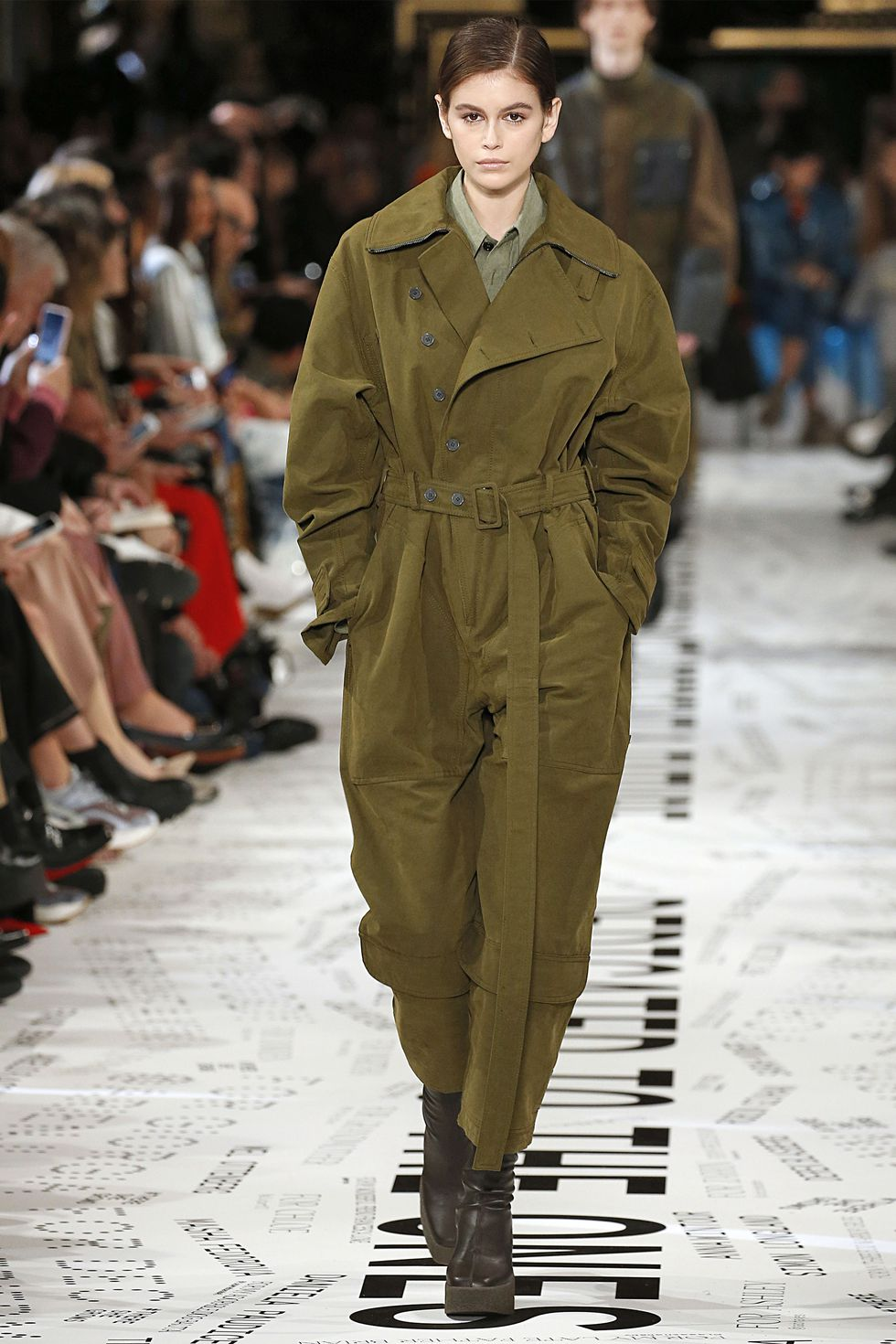 hbz-fw2019-trends-army-01-gettyimages-1133599846.jpg