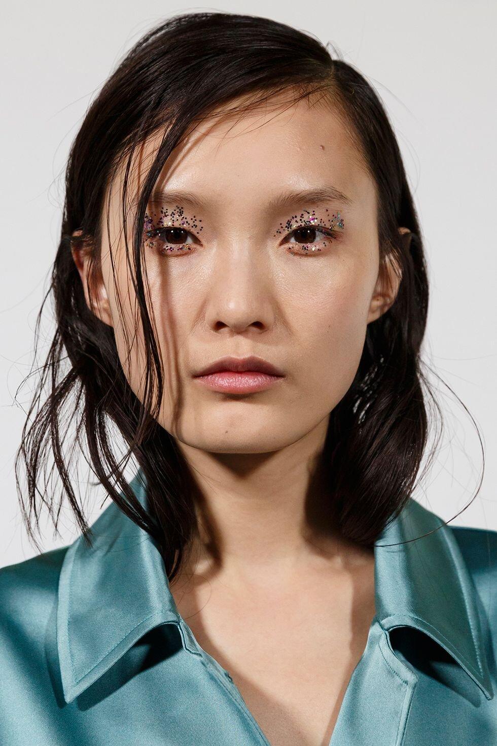 aw19-makeup-trends-maximalist-minimalist-dries-van-noten-imaxtree-1552314739.jpg