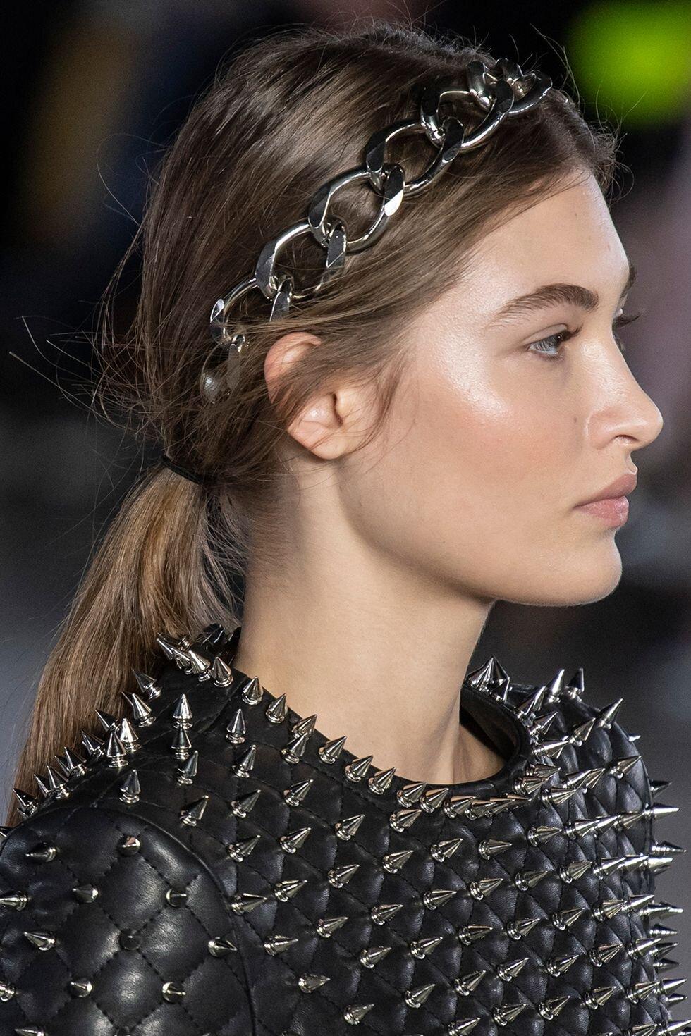 autumnwinter-2019-hair-trends-headbands-balmain-imaxtree-1552562804.jpg