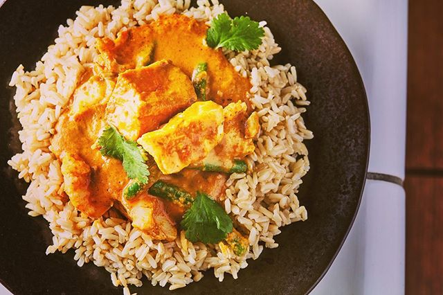 Our current star - the Goan Fish Curry!  __________________________________ High protein (30g) & low sugar (6g). Free from gluten, dairy & all artificial additives. Provides 99% RDA of manganese, 94% iodine, 64% phosphorus, 58% B12 and much more. Boosts oxidative stress protection, energy-yielding metabolism, cognitive function and skin health, amongst others. __________________________________ *Health claims verified in accordance with the EU Register of Nutrition & Health Claims