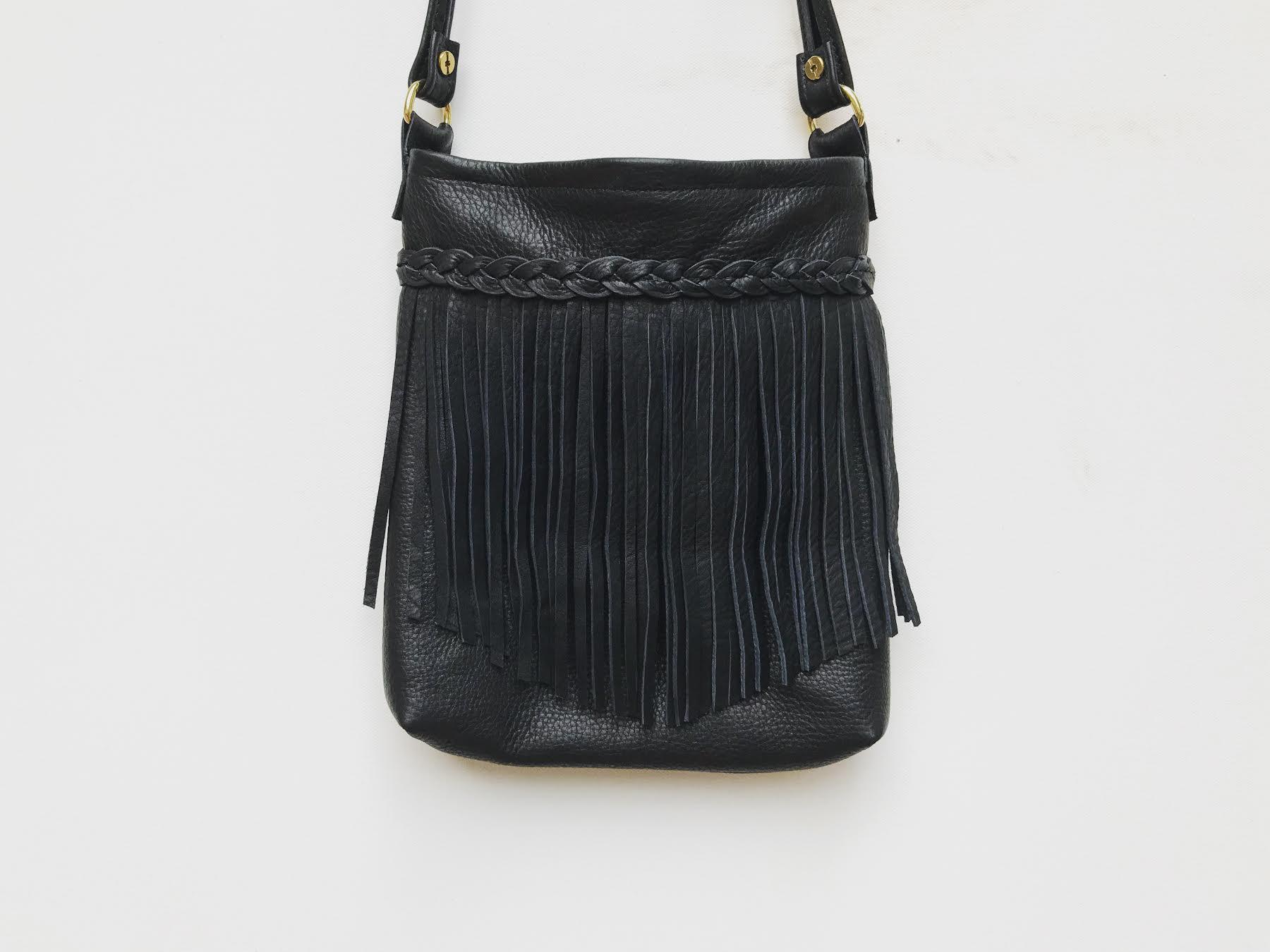 9 To 5 Side Bag in True Black
