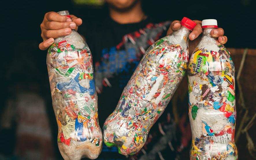 Một số vật dụng có thể được làm ra để khắc phục việc xả rác ra môi trường.