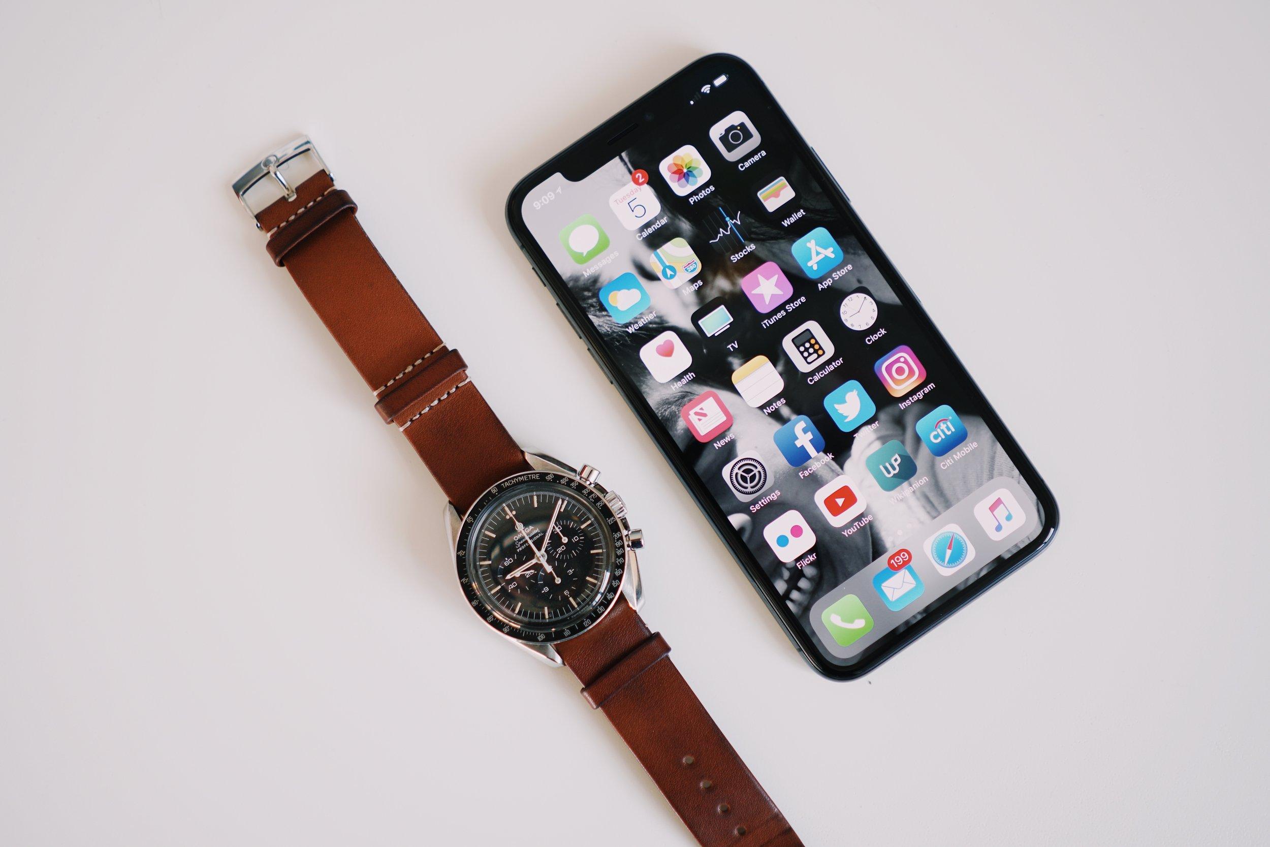 Omega Speedmaster ref 145.022 x Apple iPhone X