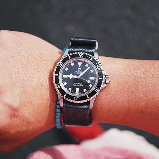 Getting ready for a busy Saturday full of errands, party and food prep with the 7️⃣0️⃣1️⃣6️⃣ on a #teambulang NATO. 👨‍🍳 🥘 🎈 #Tudor #Submariner #7016 #TudorSubmariner #TudorSnowflake #TudorBlackBay #divewatch