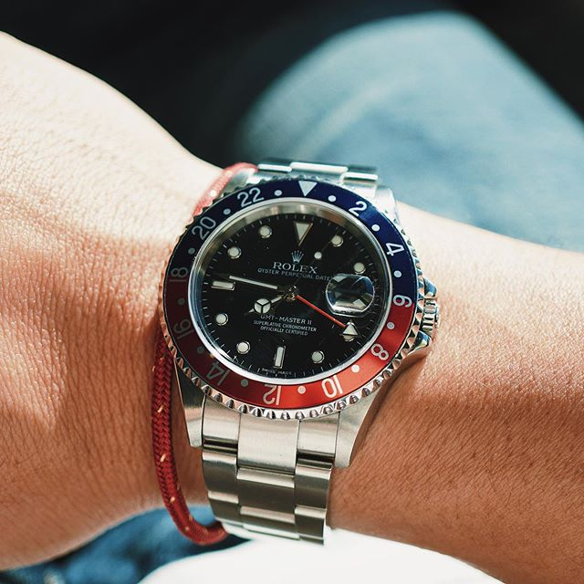 Shades of red and blue. 🔴🔵 #Rolex #GMTMaster2 #16710 #StickDial #RolexPepsi #RolexGMT #RolexGMTMaster #GMTPepsi #pilotwatch