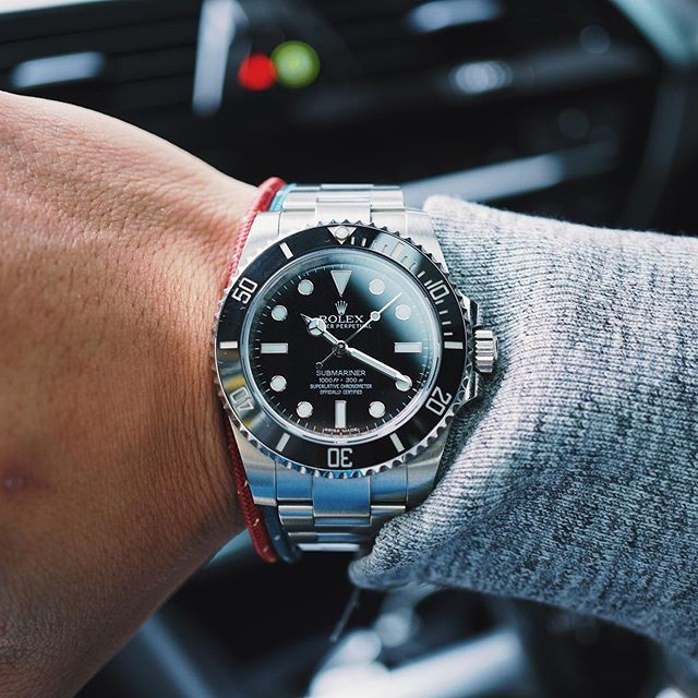 In a loaner today. The cool thing about BMW's is that the UI/UX across their entire models are almost the same. Love it that I can just jump into a loaner, start it up and go. 🚙 #Rolex #Submariner #114060 #SubC #RolexSubmariner #RolexDiver #divewatch