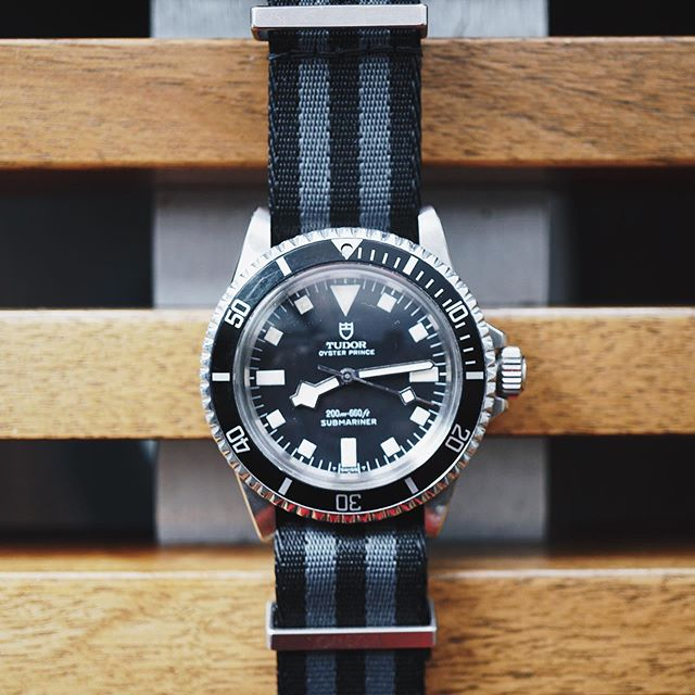 Frenemies from different eras look so good together. 1972 Tudor Sub on a 2015 Omega Spectre Bond NATO. 👍#Tudor #Submariner #7016 #TudorSubmariner #TudorSnowflake #TudorBlackBay #divewatch