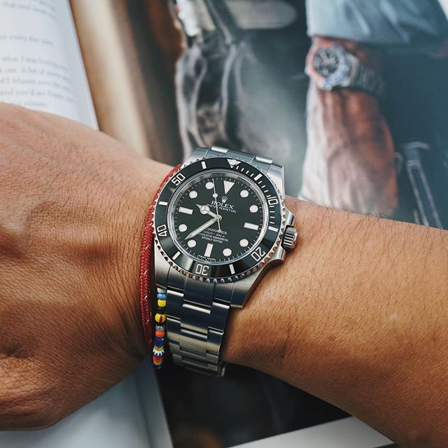 Some good reads in @hodinkee Vol. 4 this Saturday morning. Thank you @l_oeuvre for the surprise! ❤️#Rolex #Submariner #114060 #SubC #RolexSubmariner #RolexDiver #divewatch