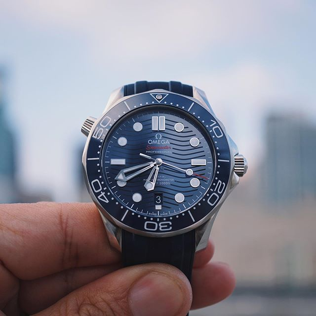 Trying to capture the beauty of this ceramic dial. #Omega #Seamaster #OmegaSeamaster #SeamasterProfessional #SMP #JamesBond #007 #BondWatch #divewatch