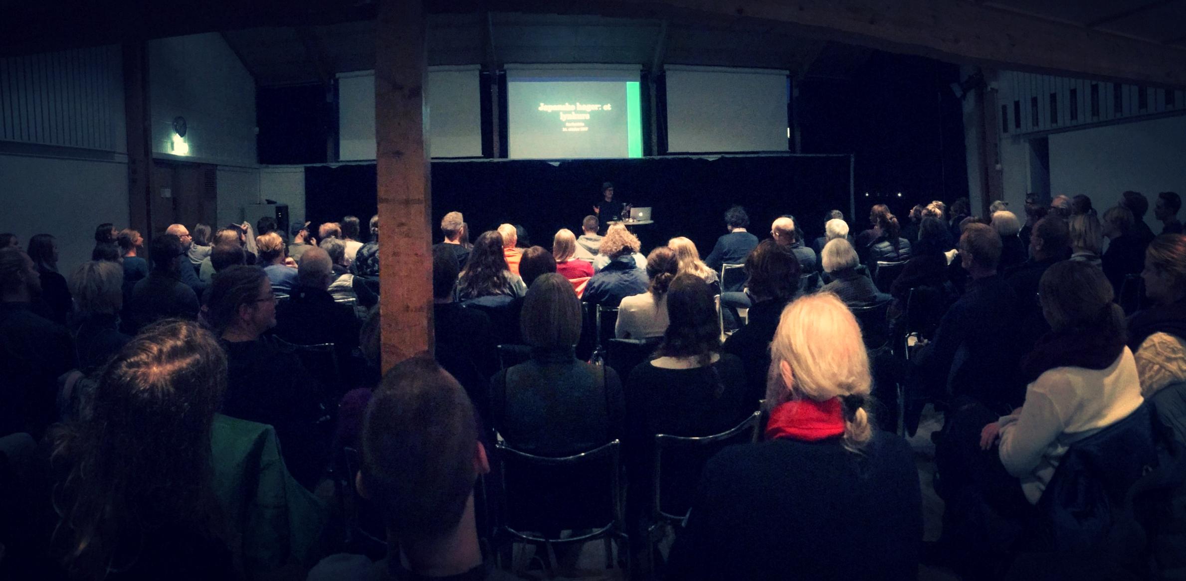 Fullsatt på Arkitektenes Hus på tirsdag. Foto: Alv Aamo Skogstad.
